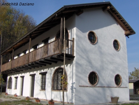 Serramenti e balconata in legno