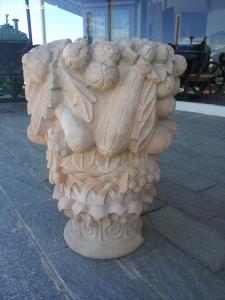 Ornamento con frutta in pietra vicentina