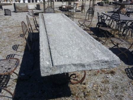 Tavolone in pietra