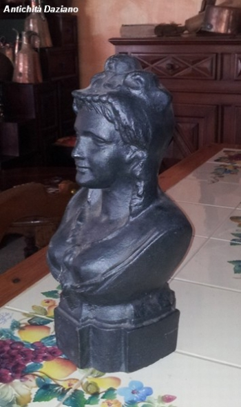 Mezo busto femminile