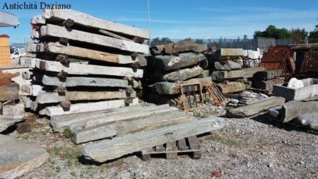 Materiale di recupero in pietra