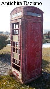 Cabina del telefono in ghisa da restaurare