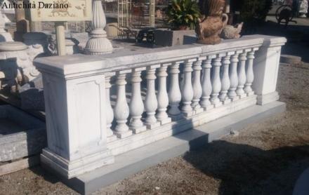 Balaustra in marmo bianco