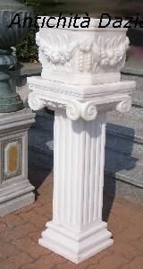 Colonna con vaso in marmo bianco
