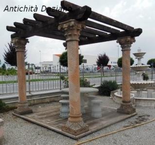 Gazebo in legno e colonne in pietra serena