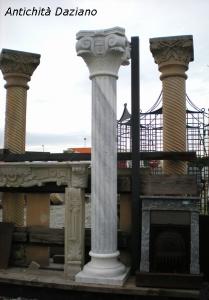 Colonna in marmo bianco