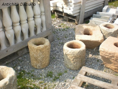 Vasi in pietra