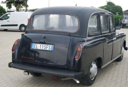 Auto - Taxi Dettaglio posteriore
