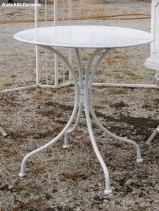 Tavolino in ferro bianco