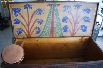 Cassapanca tirolese originale- Dettaglio disegno interno