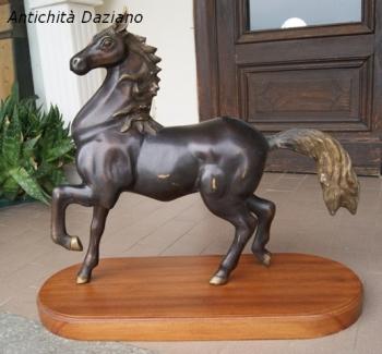 Cavallo in bronzo
