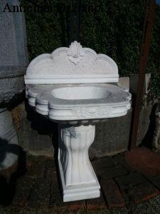 Lavabo su colonna in marmo