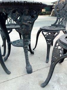 Tavolo e sedie in ghisa