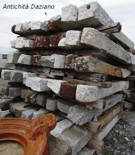 Materiali di recupero in pietra