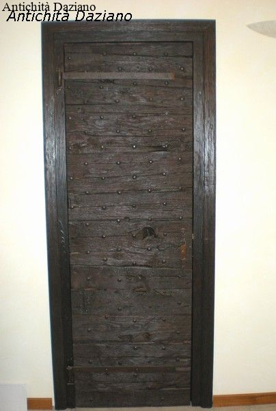 Porta in legno di noce