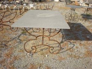 Tavolo in ferro e pietra