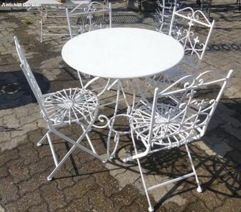 Tavolo rotondo e 4 sedie color bianco