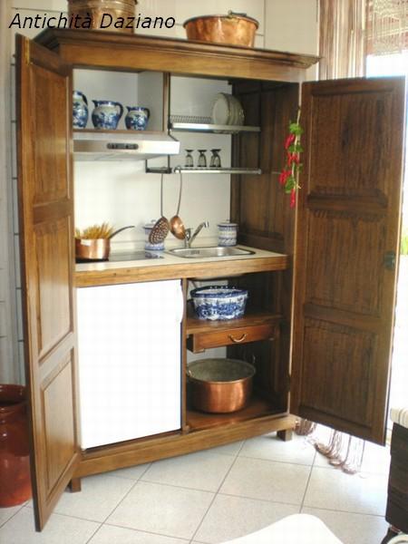 Cucina monoblocco in legno realizzata su misura | Antichità ...