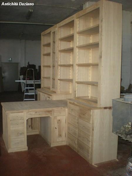 Libreria con scrivania in realizzazione