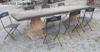 Tavolo in pietra con capitelli in pietra vicentina