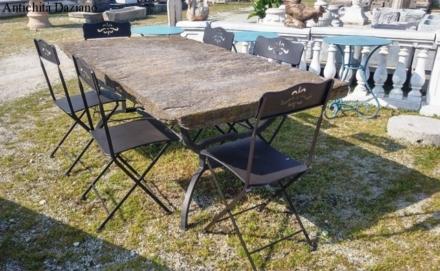 Tavolo in pietra con base in ferro