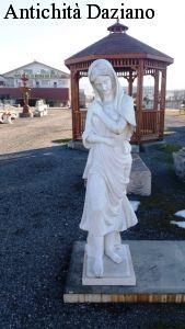 Statua in marmo bianco