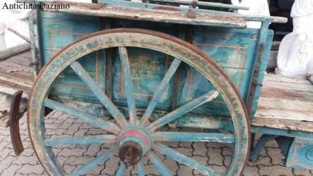 Carretto in legno a due ruote
