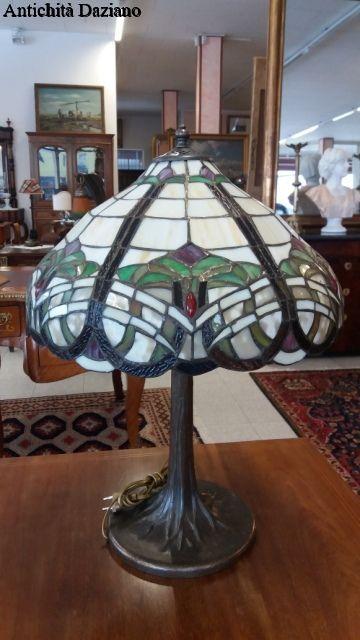 Lampada da tavolo stile Liberty