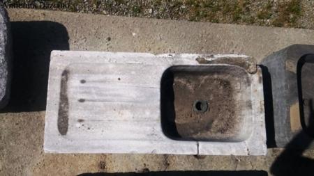 Lavandino in marmo antico