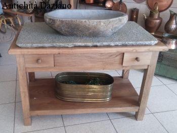 Mobile bagno con piano e lavandino in pietra