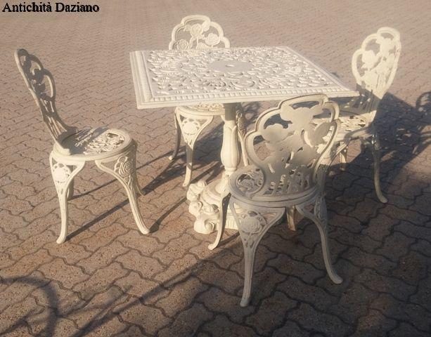 Tavoli In Ghisa Da Giardino.Tavolo E Sedie In Ghisa Antichita Daziano