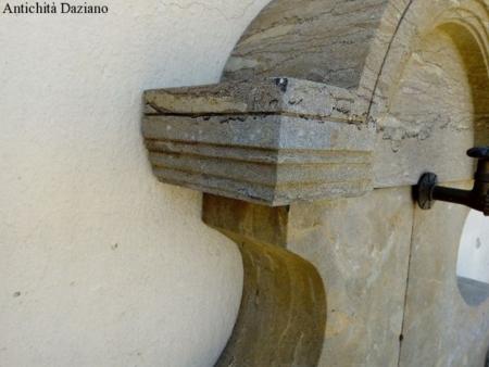 Fontana da muro in pietra