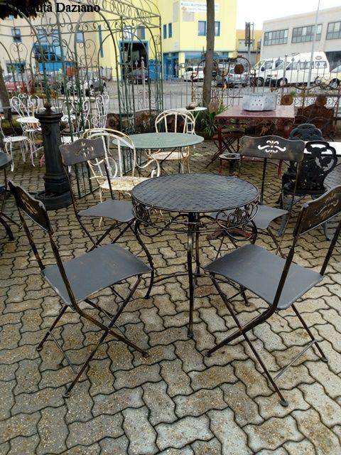 Tavolo Rotondo E Sedie In Ferro Antichita Daziano