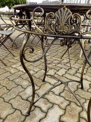 Tavolo rotondo nero sfumatura oro in  ferro