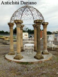 Gazebo con colonne in pietra serena