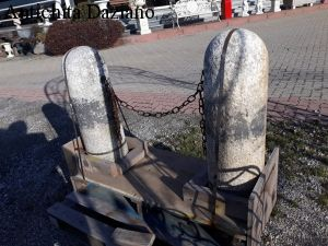 Coppia paracarri in pietra