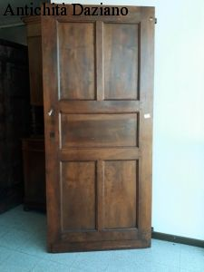Porta in noce restaurata