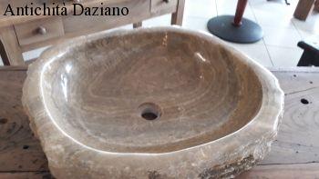 Lavandino in marmo cristallino con interno levigato