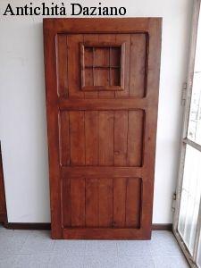 Porta in legno di castagno