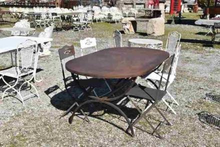 Tavolo in ferro pesante grezzo