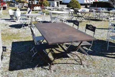 Tavolo in ferro pesante