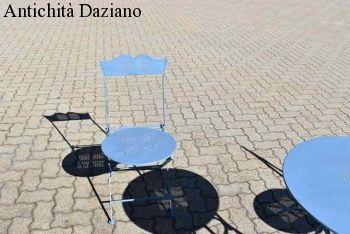 Tavolo e sedie da giardino in ferro