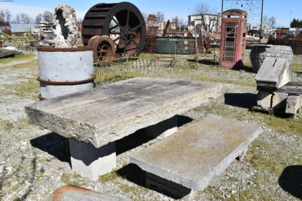 Tavolo e panca in pietra antica