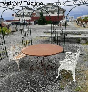 Tavolo rotondo in ferro pieno